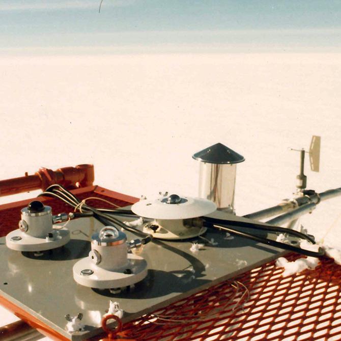 南極みずほ基地にて放射収支観測開始(文部省POLEX計画)